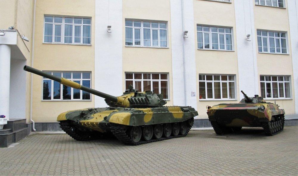 030_Танк Т-72 у Дворца культуры железнодорожников.JPG
