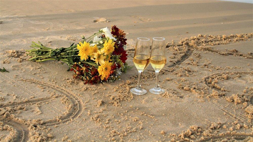 Bouquets_Stemware_Sand_448343.jpg