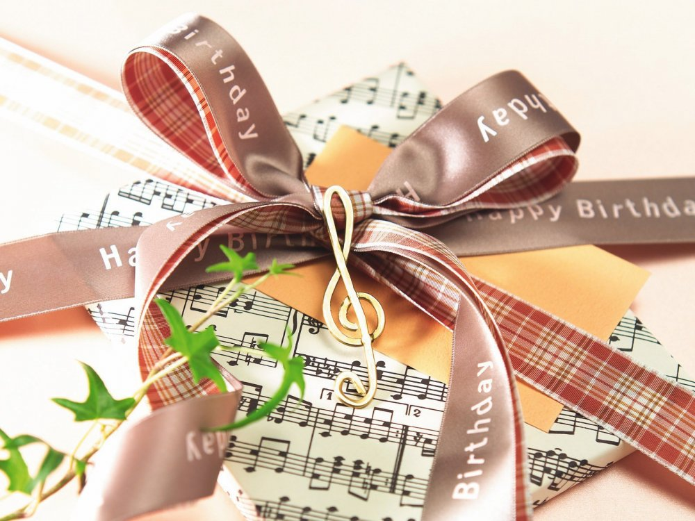 Holidays___Birthday_Gift_wrapped_on_a_musical_theme_on_birthday_052356_.jpg