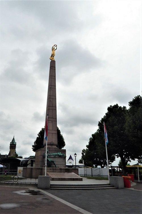 Люксембург( монумент).jpg