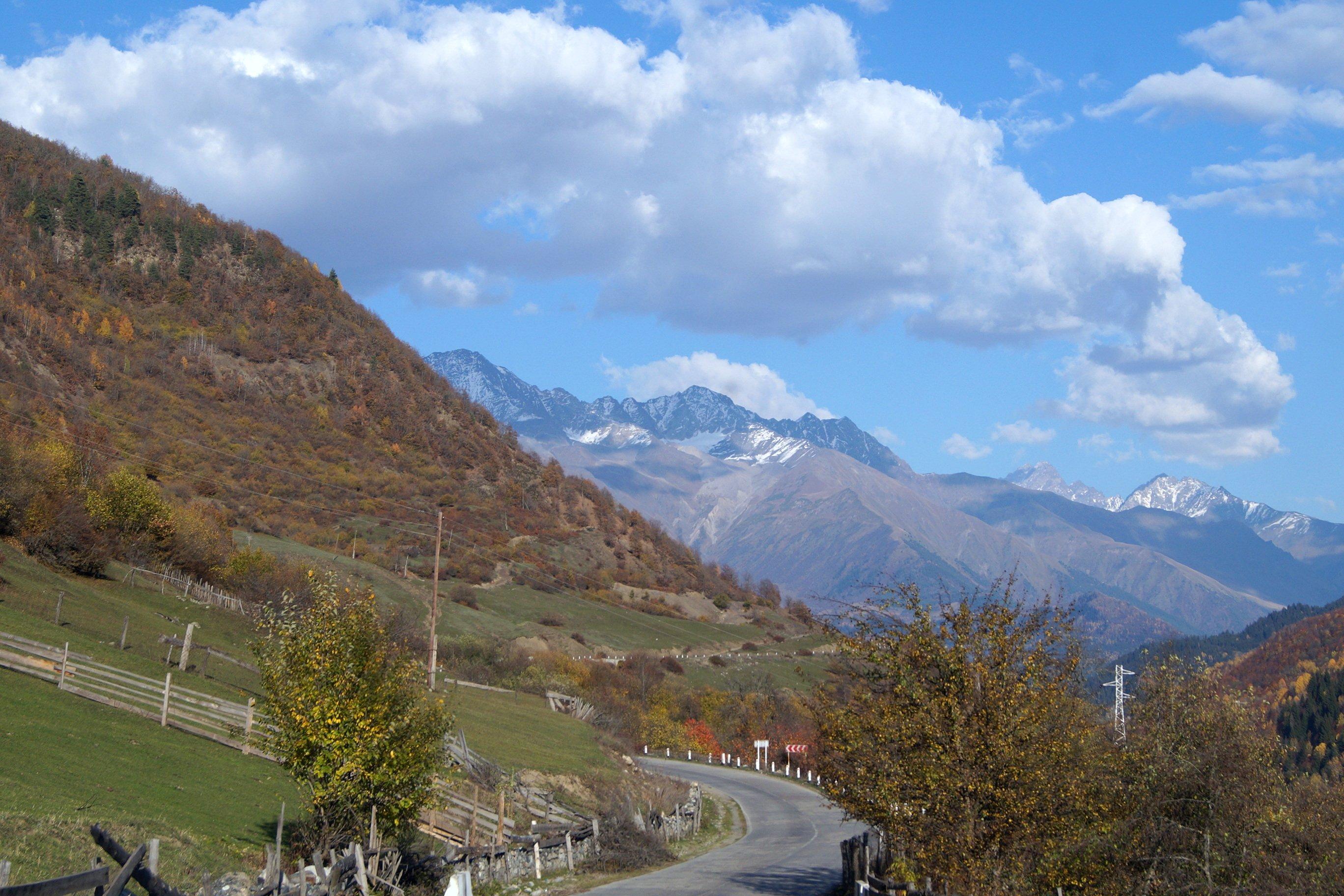 Долгая дорога в горы...(Заметки из солнечного отпуска. День 2, снова дорожный)