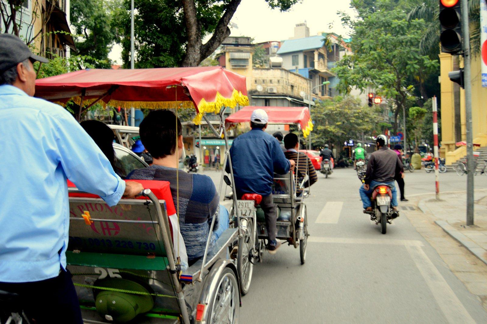 ВЬЕТНАМ, Ханой. Поездка на рикше и Театр Марионеток на Воде