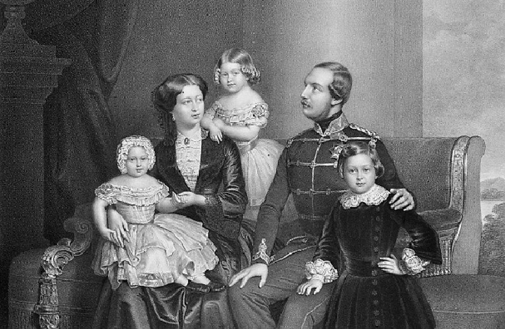 Георг V с женой и детьми.JPG