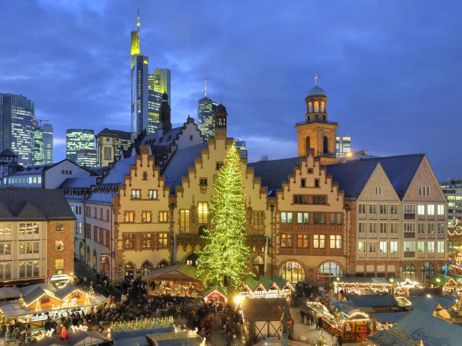 Weihnachtsmarkt-Roemer-Skyline_front_magnific.jpg
