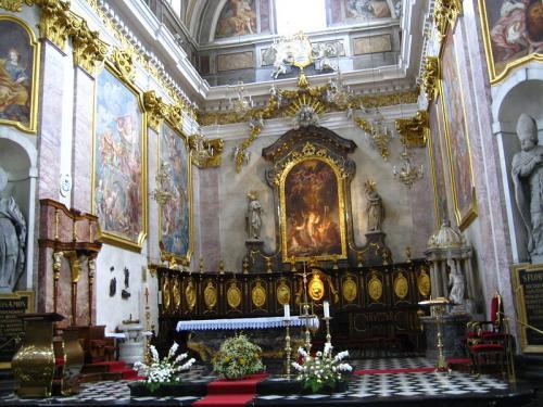 Ljubljanska_stolnica_-_prezbiterij.jpg