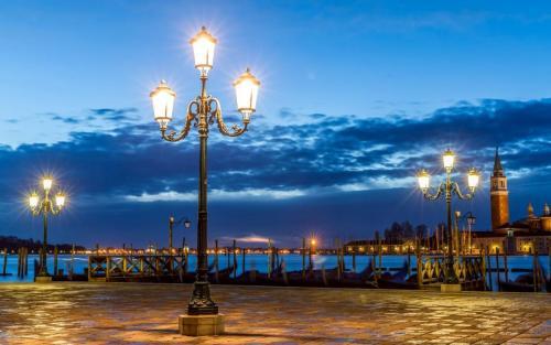 dock-lights-wide.jpg