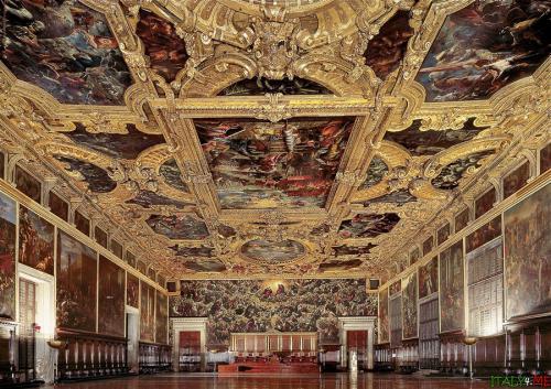 vnytri-dvorec-dogei-v-venecii.jpg