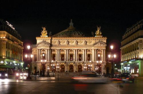 Palais_Garnier_et_de_l'Opera_bastille.jpg