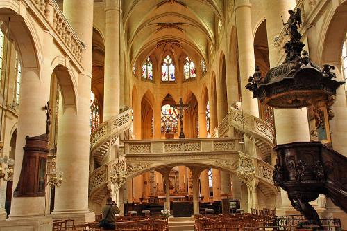 Церковь Сент-Этьен-дю-Мон.jpg