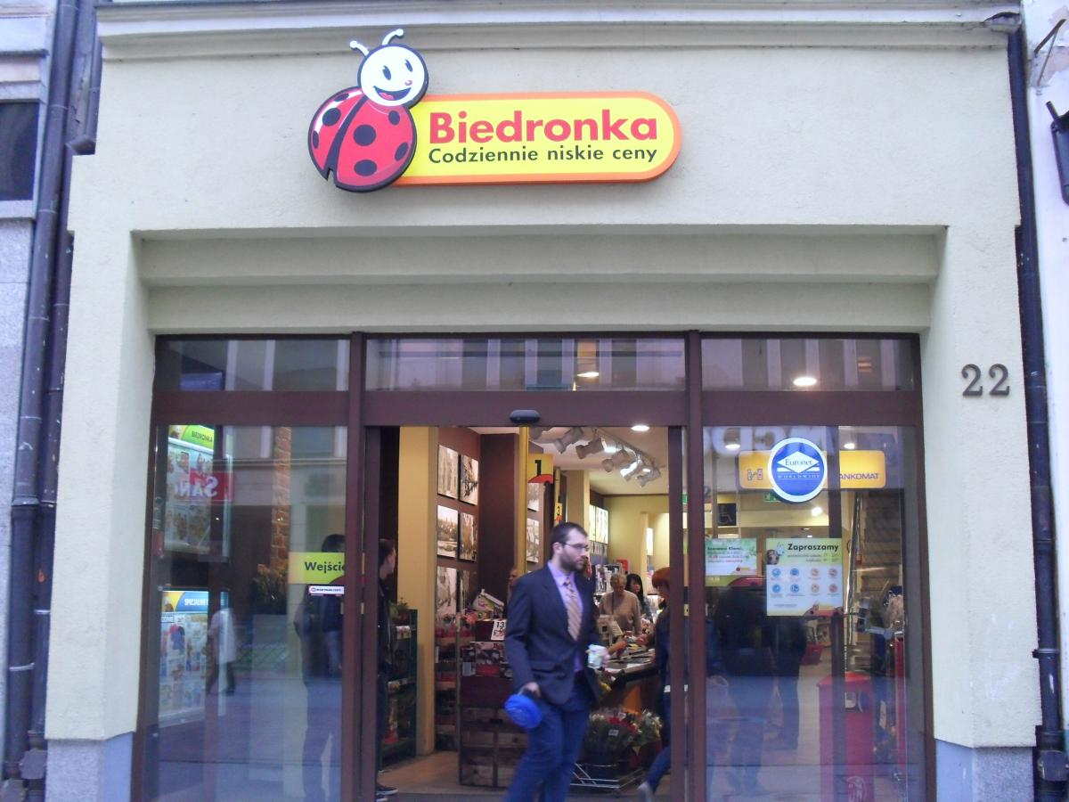 """the ethical practices of biedronka the largest supermarket chain in poland This report is concerned with the ethical practices of biedronka (""""ladybird"""" in polish), the largest supermarket chain in poland the report carries out a critical evaluation of the company's current engagement with corporate social."""