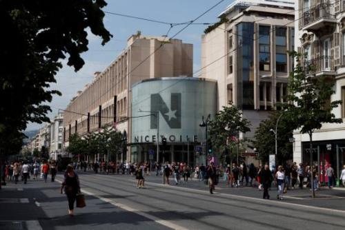 shopping_in_nice-nice_etoile-flickr.com-davidchataigner.jpg