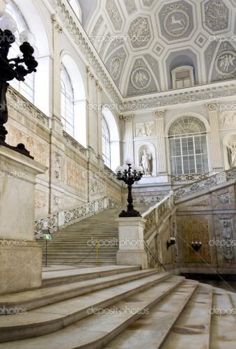 depositphotos_6428650-Museo-di-Palazzo-Reale-di-Capodimonte.jpg
