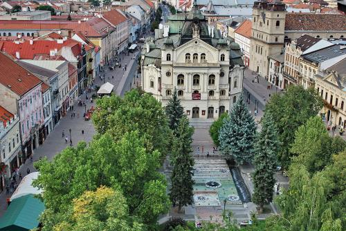 Театр - поющий фонтан -Ц.Св.Троицы.jpg