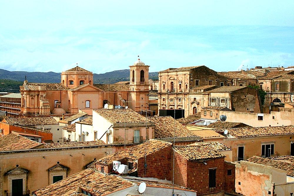 наклоняя голову, город ното сицилия фото популярны такие места