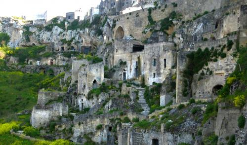27-places-in-italy-that-dont-look-real-matera-basilicata.jpg