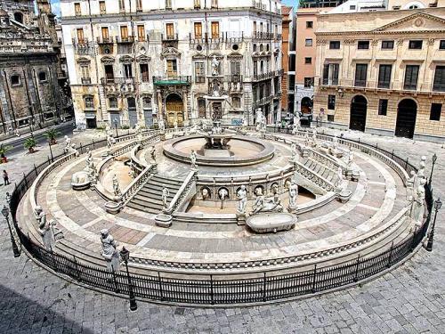 palermo_piazza_pretoria.jpg