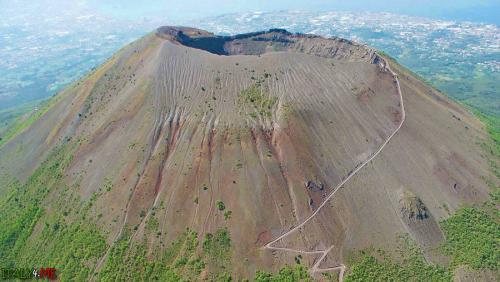 vulkan-vezuvij-v-italii.jpg