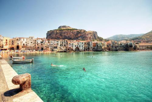 home-holiday-cefalu-sicily-sicilia.jpg