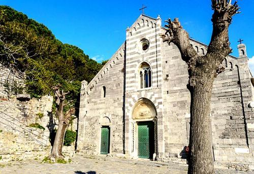 Porto-Venere-chiesa_San_Lorenzo1.jpg