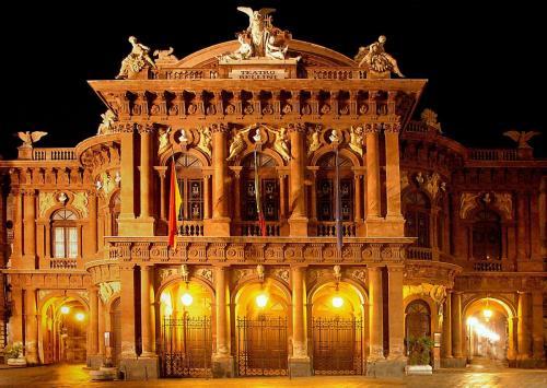 Teatro_a_Catania_Bellini_5086.jpg