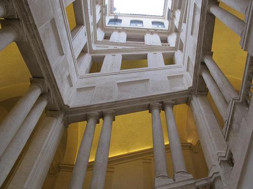 Palazzo_barberini,_scalone_del_bernini_041.jpg