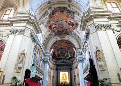 Cathedralniy-sobor-Palermo-Kupol-nad-altarem.jpg