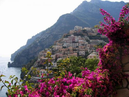 www.GetBg.net_World___Italy_Flowers_on_a_resort_of_Positano__Italy_063077_.jpg