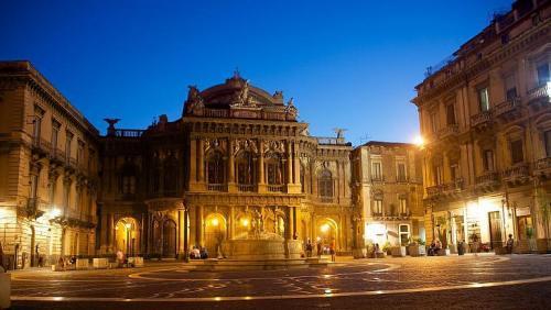 Teatr-Massimo-Bellini.jpg