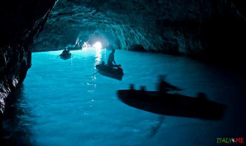 golyboi-grot-glavnaja-dostoprimechatelnost-ostrova-kapri.jpg