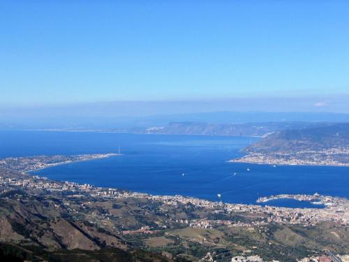 Strait_of_Messina_from_Dinnammare.jpg
