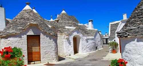 Italy-Alberobello-SS.jpg