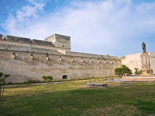 Galleria_Lecce_Castello_CarloV.jpg