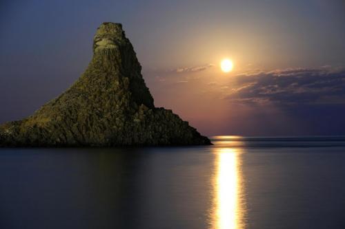 World___Italy_Moonlight_over_the_sea_off_the_island_of_Sicily__Italy_065121_.jpg
