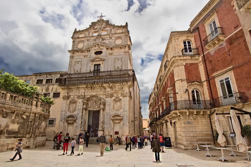 Italy-Sicily-Siracusa-Santa-Lucia-alla-Badia-in-Piazza-Duomo-with-Caravaggio-painting.jpg