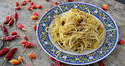 pasta-con-acciughe-e-mollica-ricetta-siciliana-7-1024x537.jpg