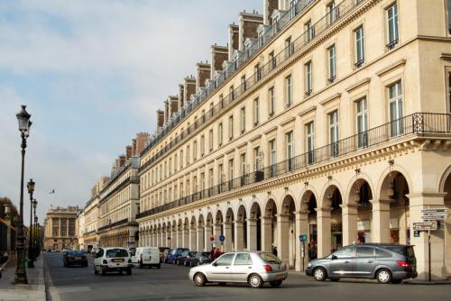 Rue_rivoli_à_Paris.jpg