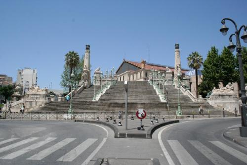 Escalier_de_la_gare_Marseille-Saint-Charles.jpg