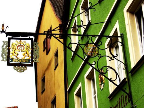 ротКованая вывеска в Ротенбурге.jpg