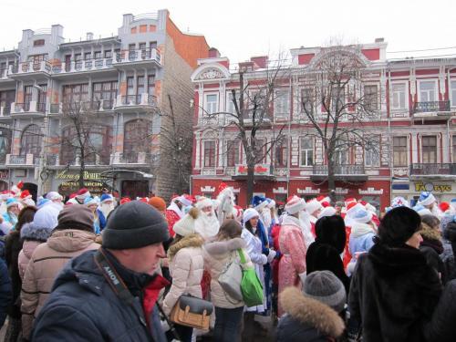 9 Парад Дедов Морозов и Снегурочек 24 12 2016.JPG