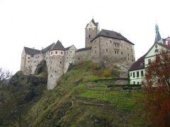 Замок Локет. Вид с моста через Огр