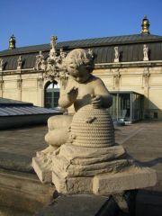 В Дрездене можно встретить...пухлых ребятишек