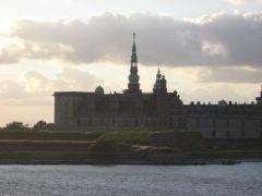 на пароме Дания-Швеция, вид на замок Кронберг (замок Гамлета)