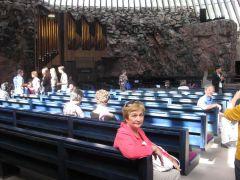 Финляндия, Хельсинки, в церкви Темппелиаукио, вырубленной в скале (подруга)