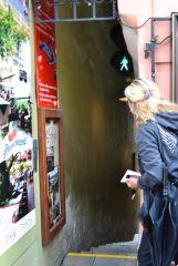Самая узкая улочка в Праге со светафором